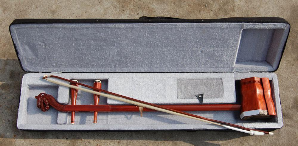 Gros instrument de musique de la Chine, erhu, annatto erhu, sculpture de rocou dirigeant le erhu