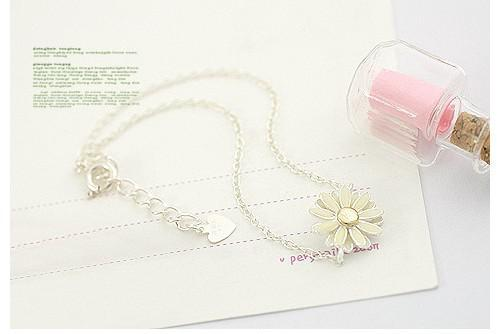 Hot New Fashions beautiful Pale yellow daisy bracelet Daisy Link, Chain Bracelets Daisy Bracelets