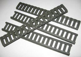 "Hunting 4 Piece Set of 18 Slot-on Ladder Rail Cover Quad Handguard W / Picatinny Black / Tan Color 7 ""Fit for 21 mm mount"
