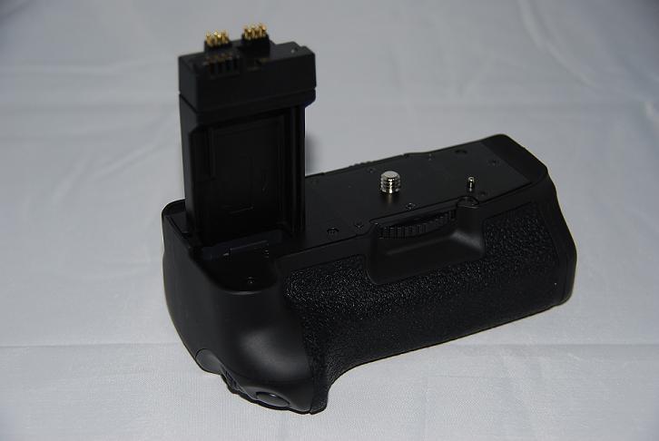 Free shipping Camera Battery Grip BG-E8 bg-e8,BGE8,bge8 for Canon Digital SLR EOS 550D