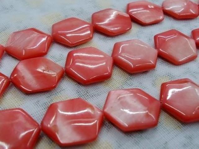Natürliche Muschelcharme bördelt Mischfarbenhexagonform freies Verschiffen vom Perlmuttoberteil für DIY