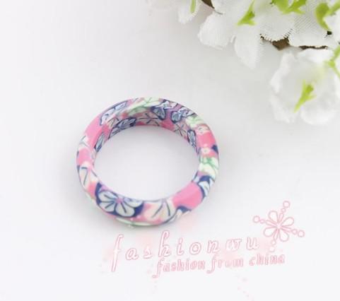 Venta al por mayor Lote Mezcla los anillos de regalo de color brillante arcilla polimérica fina
