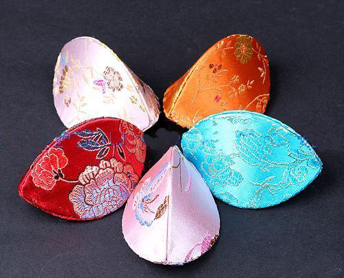 Billiga Gulliga Blommor Små Smycken Presentförpackning Handgjorda Ring Förvaringsväska Silk Satin Tyg Kartong Förpackning Boxar /