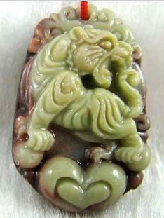 Gratis frakt-hand-snidad - naturlig mörkgrön - YouShan Jade fiskform Zhong Kui. Talisman - lycklig halsband hänge.