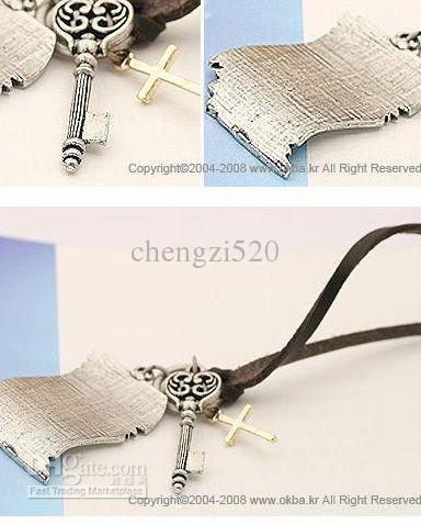 Vend Femmes Petits Cadeaux Collier Sculpture Porte-clés Croix Chandail Livraison Gratuite