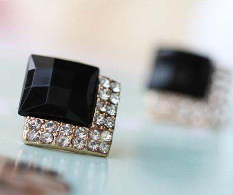 最も人気のあるヴィンテージ高級ブラック宝石イヤリングスタイリッシュなシミュレートダイヤモンドイヤースタッド女性の50pair
