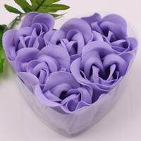 dekoratif gül tomurcukları toptan satış-12 Kutuları Mor Dekoratif Gül Tomurcuk Petal Sabun Çiçek (Kalp şeklinde Kutu içinde 6 adet) Düğün Iyilik