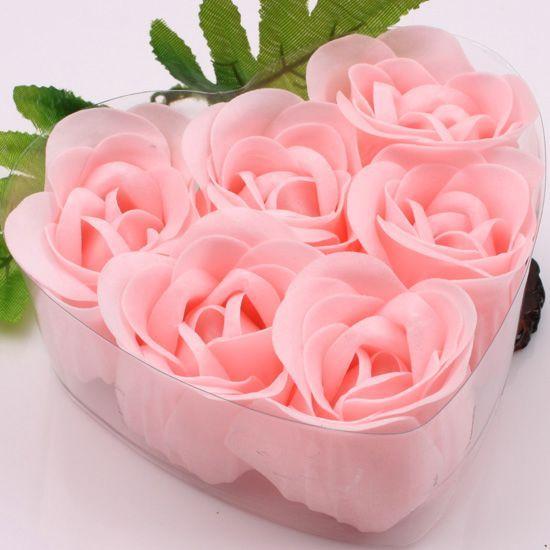 12の箱6個のピンクの装飾的なバラの蕾花びら石鹸の花の結婚式の賛成のハート型の箱