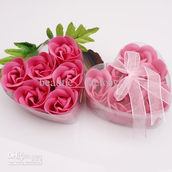 24 상자 핫 핑크 장식 로즈 버드 꽃잎 비누 꽃 결혼식 호의 하트 모양의 상자
