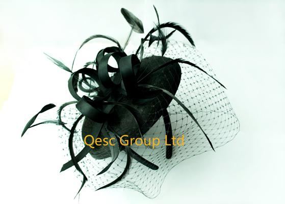 Nowa sukienka projektu Czarny filcowy kapelusz fascynatora na imprezę kościół ślubny z piórami i zasłanianiem.