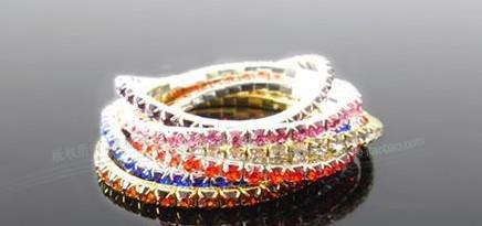 Nieuwe Koreaanse ontwerpen Hot Mode Vrouwen Verzilverd Bangles One Row Shining Crystal Stretch Armbanden Mix Kleuren
