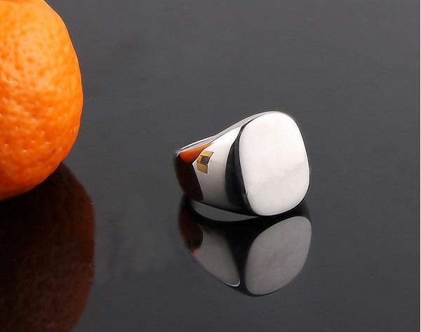 Gorąca wyprzedaż! Oval Signet Pierścień Titanium Silver Mens Pierścionki Rodzina Pierścienie Herbowe Rozmiar 18.19,20,21mm
