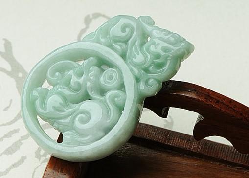 Naturlig vit färg av jade, dubbelsidig gravering. Pengarna pixiu.Pendant. Halsband.