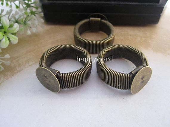 Gorąca Sprzedaż Chowany Pierścień Półki Biżuteria Pierścionki Pad 12mm, Srebrny i Brązowy Kolor 50 sztuk / partia