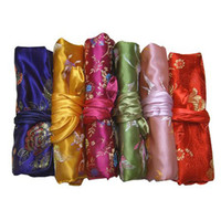 bolsa de maquillaje con cremallera al por mayor-Joyería de viaje Roll Up Bolsa de almacenamiento para collar Pulsera Conjunto de anillo de arete Bolso de embrague Seda Mujer Cremallera Bolsas de maquillaje cosmético Bolsa para regalo