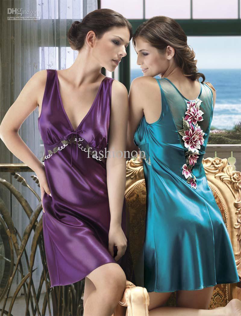 Лесби в шелковых платьях