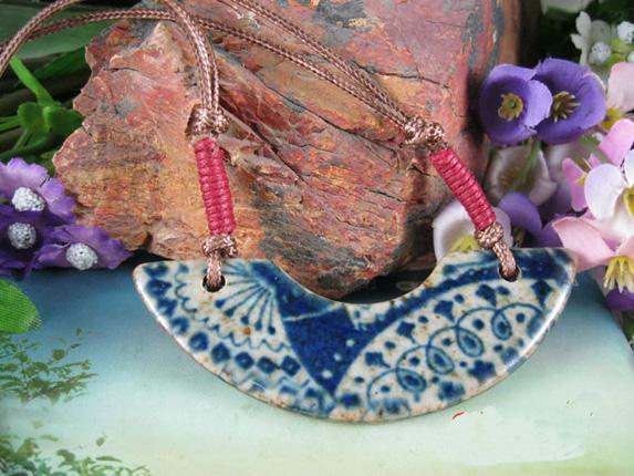 شخصية خمر قلادة طويلة للنساء السيراميك اليدوية مضفر القلائد / الحرة