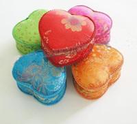ingrosso scatola del cuore cinese-Nappa fatta a mano in pizzo cuore amore confezione regalo per la festa di nozze Candy favore scatole di seta cinese satinata floreale custodia per imballaggio di gioielli