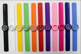 Slap watch multicolor online-Größen-Klapsuhrmehrfarbenkinderquarz-Uhrgeschenksommerart und weiseuhren des freien Verschiffens 100pcs geben Verschiffen frei DHL-freies Verschiffen
