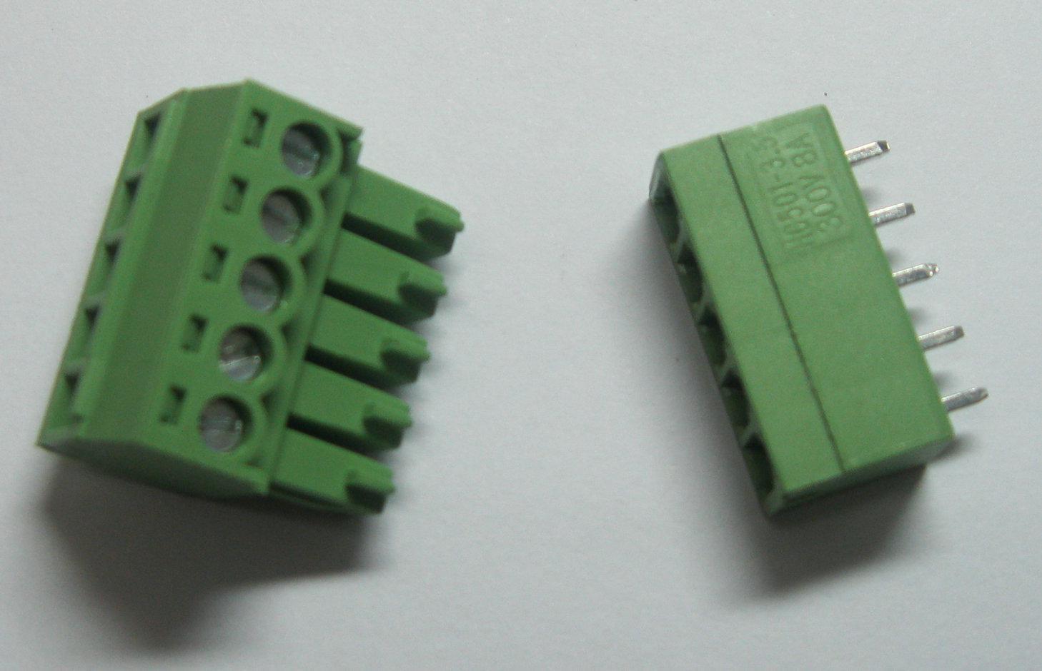60 Stk. 5-poliger / poliger 3,5-mm-Schraubklemmenblock-Steckverbinder, grüne Farbe T-Typ mit Stift