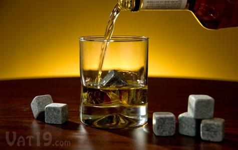 Großverkauf - Geben Sie shiping Whiskysteine frei, die mit Samtbeutel, kreatives Geschenk für Weinliebhaber, Whiskyfelsenstein eingestellt werden