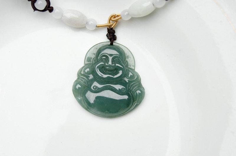 Natuurlijke olie groene jade hanger. Maitreya ketting hanger