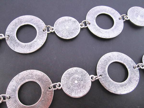 Vente en gros-- Antique Style en métal plaqué argent à Bali, belle chaîne tibétaine ronde 30mmx30mm 3ft /