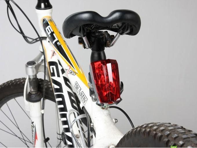 NUEVA lámpara de bicicleta trasera con haz de luz trasera y haz de bicicleta