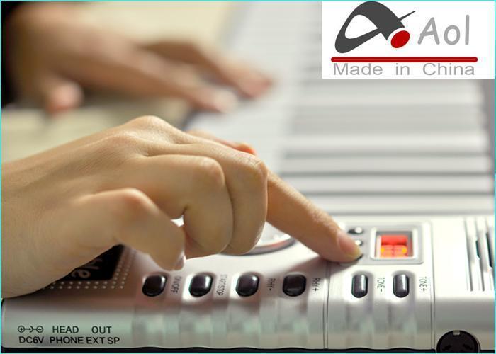 디지털 61 건반 피아노 - 휴대용 유연한 피아노 롤 128 종의 신디사이저 소프트 키 포함 외부 스피커 전자 피아노