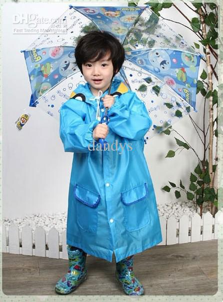El poncho clásico del estilo de los niños, el animal lindo del muchacho y de la muchacha forma el impermeable, / dandys
