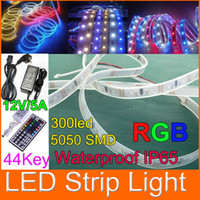Alto brillo Impermeable (IP65) 5050 RGB SMD LED tira ligera flexible 44keys regulador alejado 300LED / 5meter Temperatura de trabajo