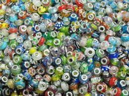 Il vetro più poco costoso del lampwork borda il trasporto libero, adatti i braccialetti europei di fascino di stile, i braccialetti in rilievo 300pcs / lot all'ingrosso da perline di vetro blu bianco in vetro blu fornitori