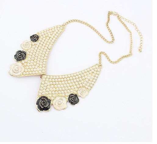 ファッションネックレスからのローズの偽の真珠のネックレス