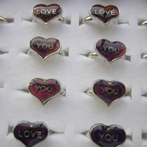 Kärlek Mood Rings humörring ändrar färg till temperaturen på din blodblandning storlek 200st