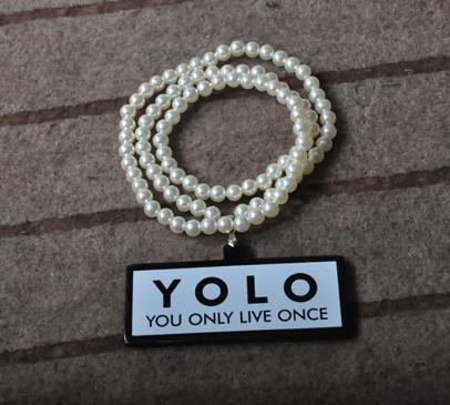 HotSale! Fine Yolo Acrylic Halsband Godkvalitet Inte Trä Halsband Hiphop Smycken Freeshipping