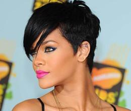 parrucche ricci di capelli umili ombre bang Sconti Rihanna Style New Stylish 1B colore Nero Breve rettilineo Africa parrucche americane Parrucca di capelli sintetici di Ladys / parrucche Parrucca completa senza cappuccio