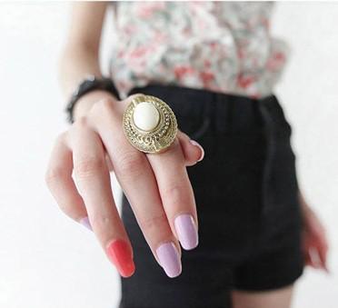 Mest populära Vintage Oval Snidade ädelsten Ringar Snygga godisfärg Justerbara Kvinnors 60st