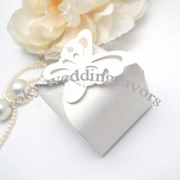 Wholesale Pearl Candy Favors - FREE SHIPPING 50PCS Pearl Paper White Candy Boxes with Butterfly Top Wedding Favors Butterfly Theme Party Gifts Favors