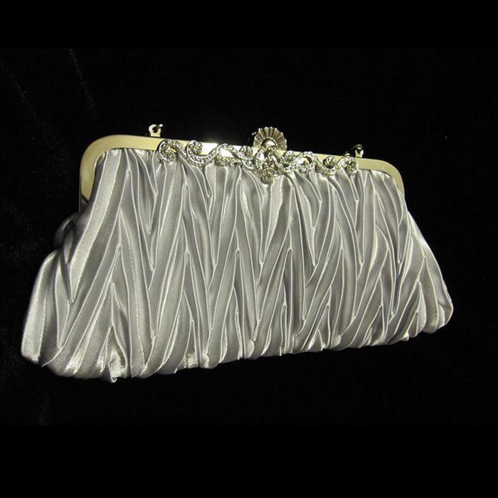 在庫のリアル画像シルバーサテンプリーツ文字列ブライダルハンドバッグクラッチイブニングパーティーハンドバッグR001
