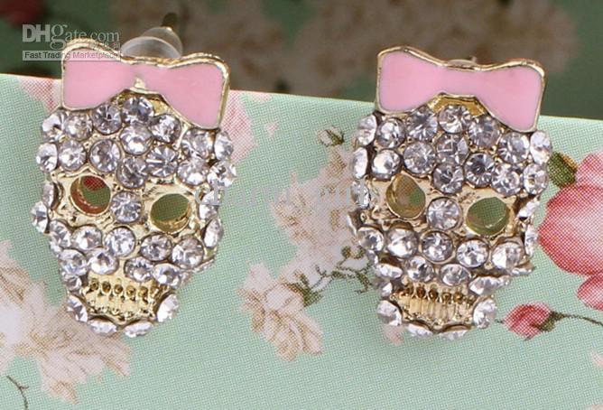 Elegantes pendientes de calavera de cristal de moda