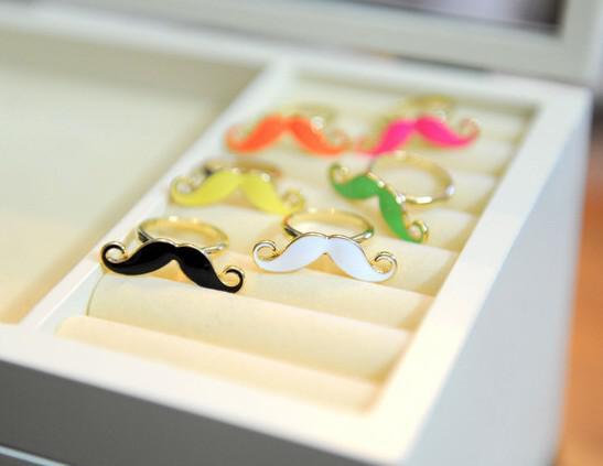 100 stks * hot koop kleurrijke snor vinger ring goedkope sieraden mooie baard