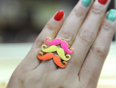 100ピース*熱い販売カラフルな口ひげ指輪安いジュエリー素敵なひげ