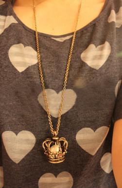 Gratis frakt 15st * Hollow Crown Pearl Crystal Halsband, tröja kedja