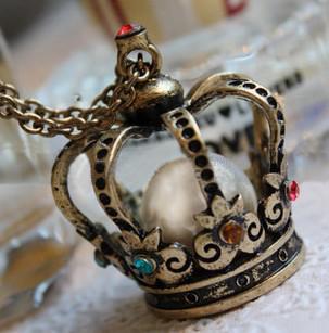Freies Verschiffen 15pcs * hohle Krone Perle Kristall Halskette, Pullover Kette