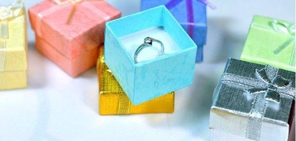 Libre de EMS 4 * 4 * 3cm joyería del pendiente de la manera del anillo del amante de la Navidad del regalo de boda del favor de la caja de regalo