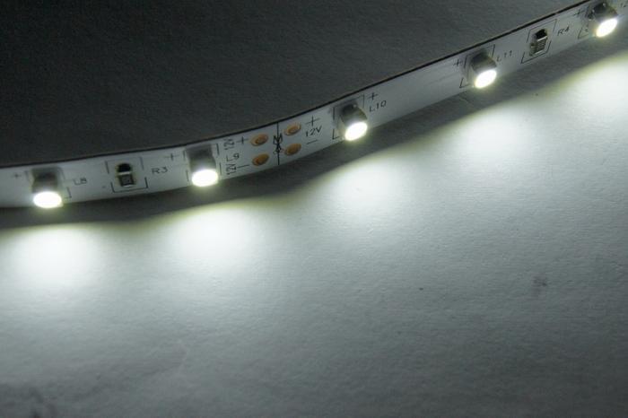 SMD 3528 شريط الضوء الأبيض النقي LED 60led / m غير الشريط الأبيض للماء 5M 300LED Garden Home Wedding