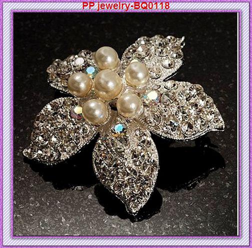 Silver Alloy Pearl And Diamante Flower Brooch Women Fashion Scarf Pins Cheap Wholesale Lady Party Decoration Jewelry Broach