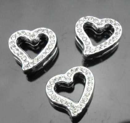 Partihandel 50st 8mm Rhinestones Heart Slide Charms Fit för 8mm Armband Armband Pet Collar DIY Tillbehör