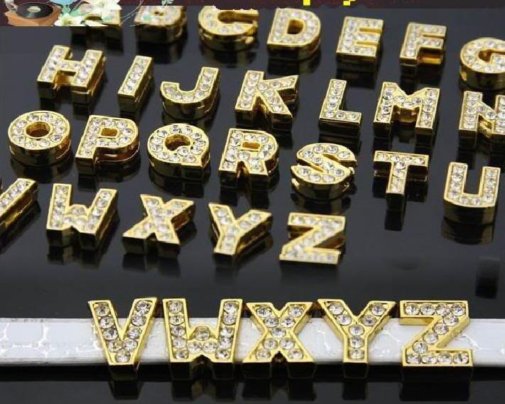 130 pçs / lote 8mm A-Z cor de ouro cheia de strass letras de slides DIY liga encantos fit para 8mm pulseira de couro chaveiros