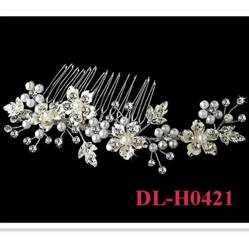 2020 Livraison gratuite En stock 100% fait main Twisted perle floral en cristal de mariée mariage Peigne Bijoux